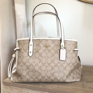 Coach Authentic Shoulder Tote*LIKE NEW